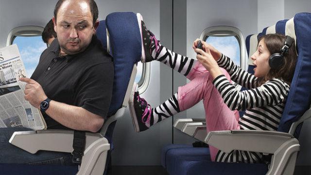 Lo que más molesta a un auxiliar de vuelo, poner los pies